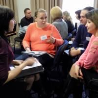 Учасники-тренінгу-працюють-у-мікро-групах