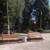 В центрі Радомишля встановили нові сучасні лавочки
