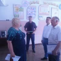 Директор школи  Янкова В.М. зустрічає делегацію
