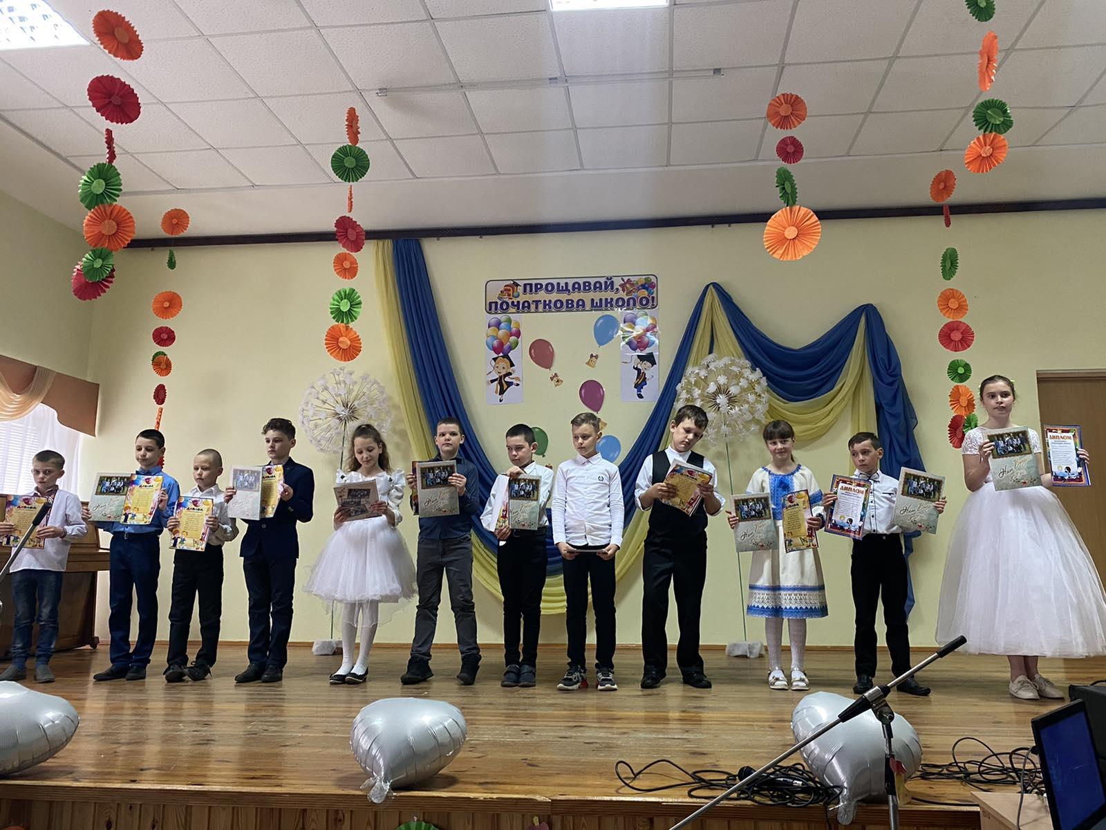 Фото випуску ОНЗ Шевченківська ЗОШ