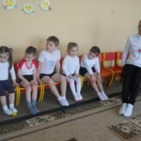 ДНЗ №2. Лікувальна фізкультура з вихоавнцями групи дітей компенсуючого типу