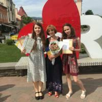 Валерія Малента та Наталія Баняс (11 клас, уч. М.А.Майор) – французька мова