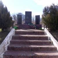 Пам'ятник жертвам Голодомору  1932-33 рр в с.Лебедівка