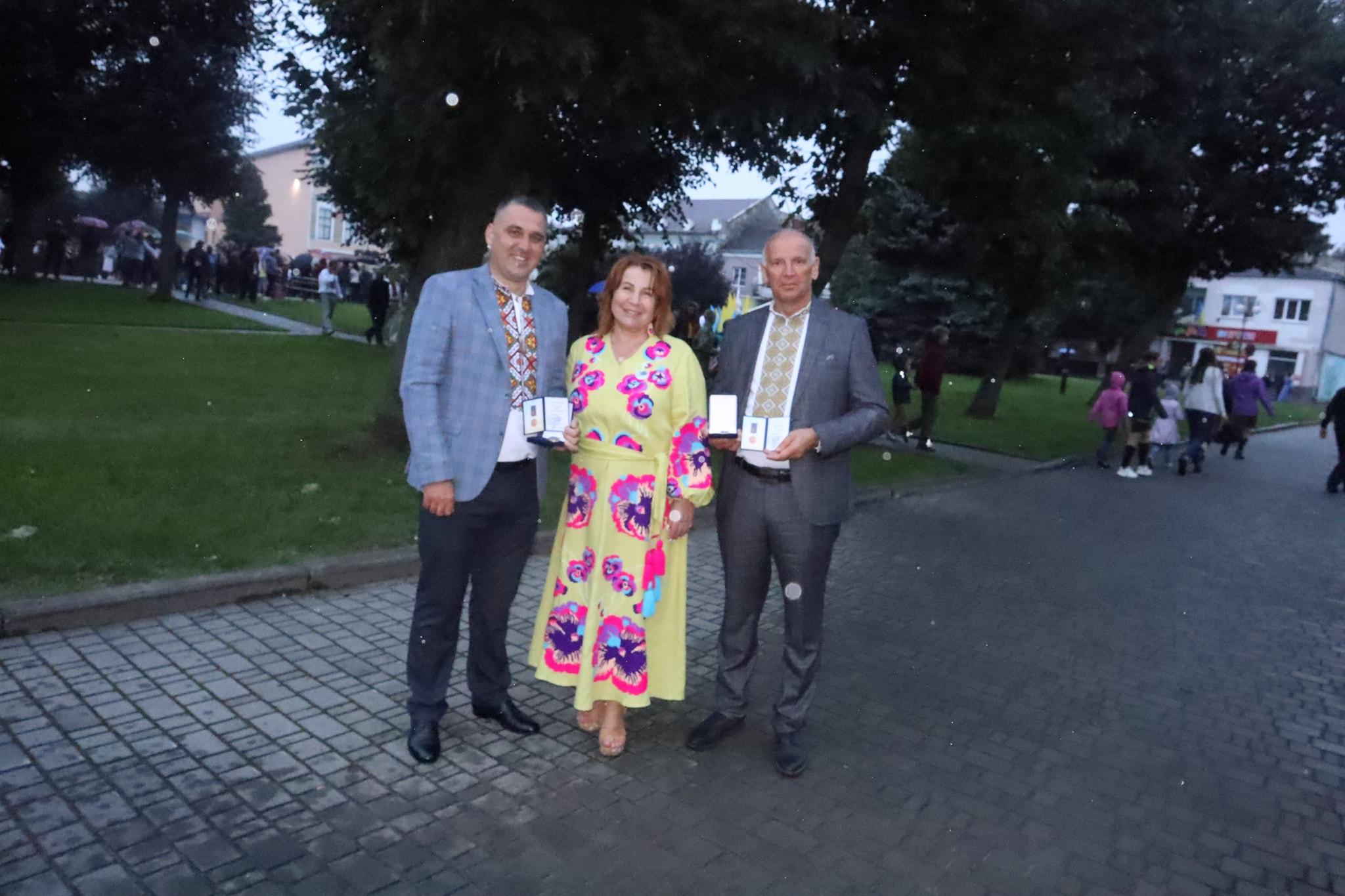 У День Незалежності троє працівників Івано-Франківської ради отримали почесні медалі.