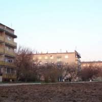 багатоповерхові будинки по вулиці Шкільна
