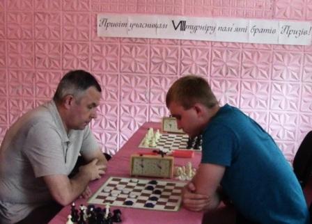 Зліва переможець А.Чопоров(Золотоноша)