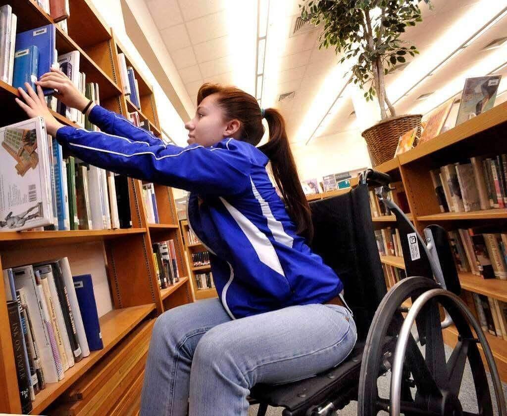 Безкоштовна вища фінансова освіта для осіб з інвалідністю в Академії праці, соціальних відносин і туризму (навчання оплачує Фонд соціального захисту інвалідів)