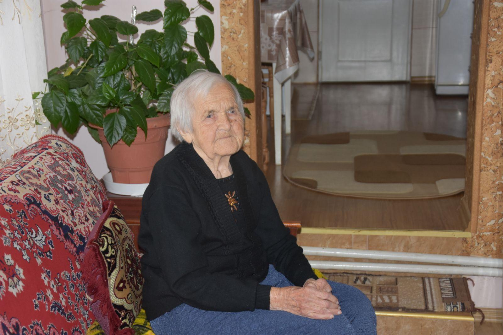З 98 – річчям привітали одну з найстаріших жительок Іршави