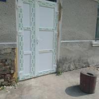 Залісцівський НВК вхідні двері до їдльні