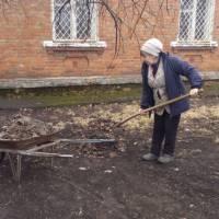 Прибирання території біля Головашівської бібліотеки