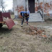 Прибирання території біля Олександрівської бібліотеки