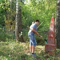 Прибирання братської могили. Горбівський ЗЗСО І-ІІІст.