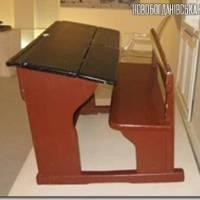 У важкий повоєнний час в класах з меблів були лише масивні парти.