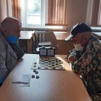 Грають М.Аліпов (зліва) та В.Хабіров (справа)