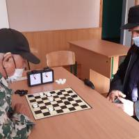 Грають В.Хабіров (зліва) та М.Фоменко (справа)