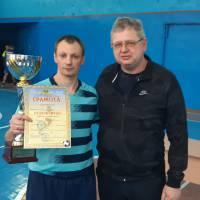 Великобурлуцький селищний голова Віктор Терещенко вручив Кубок капітану команди