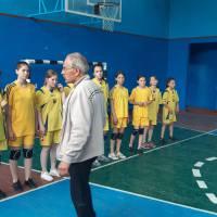 Перед початком гри (команда ліцеїсток з с. Катеринівка)