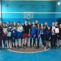 Учасники спортивних змагань з волейболу
